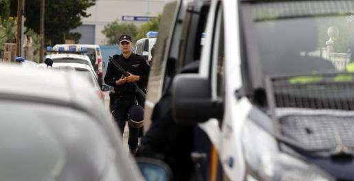 La Policía Nacional montó de madrugada un dispositivo para detener a los tres portugueses.