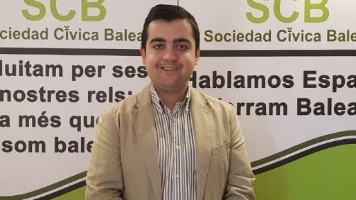 """Jesús Revuelta, vicepresidente de Foro Baleares, anima a la sociedad civil a que se movilice """"para reivindicar y proteger nuestra identidad, lengua y cultura balear""""."""