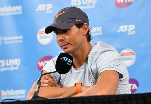 Rafael Nadal anuncia en rueda de prensa su retirada del torneo de Brisbane (Australia).