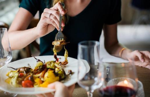 La plataforma de reservas 'online' de restaurantes ElTenedor ha publicado la lista de los 100 mejores restaurantes españoles que, por su gastronomía, su decoración y su servicio, han marcado tendencia en la gastronomía durante 2018.