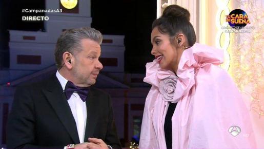 Cristina Pedroche y Alberto Chicote durante las campanadas en Antena 3.