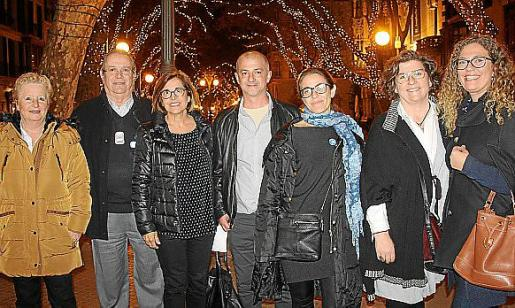 Catalina Serra, Xisco Peña, Inma Mas y Miguel Ángel Benítez, de Metges del Món; Belén Matesanz, Catalina Cirer y Ángela Aguiló.