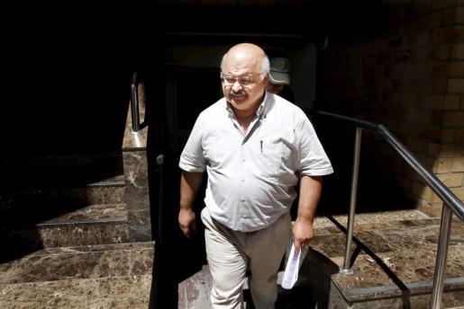 El expresidente del PP de Ibiza y Formentera, José Juan Cardona, saliendo de los juzgados.