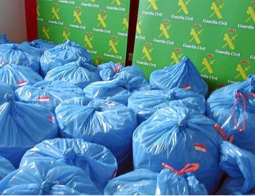 El acusado guardaba cogollos secos repartidos en 106 bolsas de basura.