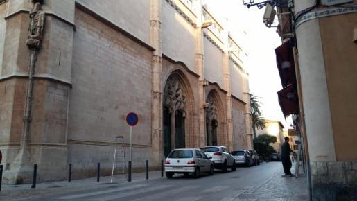 La reordenación de este espacio se basa en que el monumento de La Lonja es uno de los principales ejemplos del gótico civil mediterráneo y «merece la máxima protección» patrimonial-