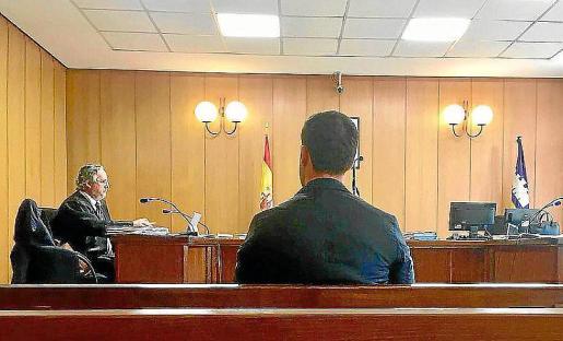 El guardia civil condenado por agredir a un compañero, durante el juicio.