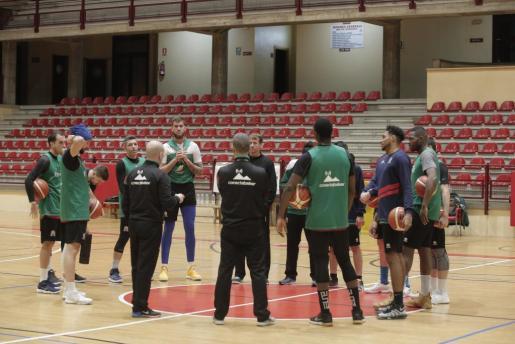 Una sesión de entrenamiento del Iberojet Palma.