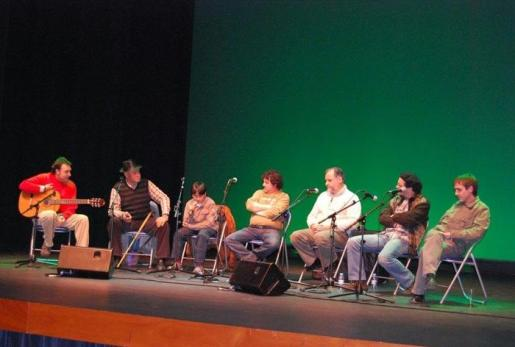 El Auditori d'Alcúdia acoge el 'Combat de Glosat de picat'.