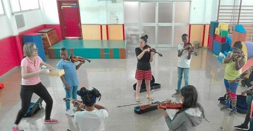 Alumnos de las escuelas de Son Gotleu celebraron conciertos dentro del proyecto comunitario 'Sons de barri'.