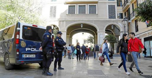 Agentes de la Unidad de Prevención y Reacción estuvieron este jueves patrullando en zonas peatonales.