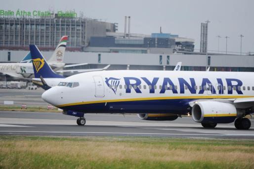 Avión de Ryanair en el aeropuerto de Dublín, Irlanda.