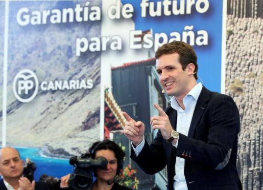 El presidente del PP, Pablo Casado, durante el acto de presentación en Las Palmas de Gran Canaria del líder del partido en Canarias, Asier Antona.