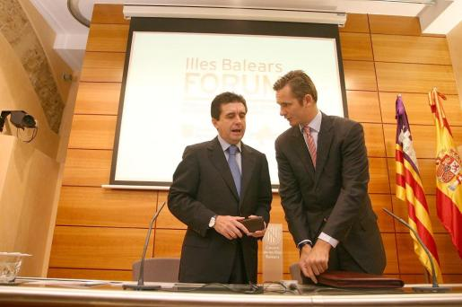 Imagen tomada en octubre de 2005 de Iñaki Urdangarin y el entonces presidente del Govern. Jaume Matas.