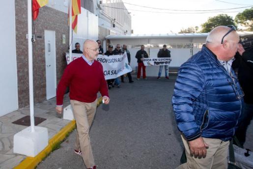 José Juan Cardona, a su salida de la cárcel de Ibiza.