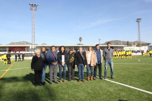 Las autoridades y los representantes deportivos inauguraron el recinto reconstruido.