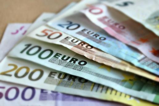 El hombre portaba un total de 9 billetes falsos de 50 euros.
