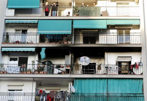 Una persona ha muerto en un incendio ocurrido este sábado en una vivienda de la localidad barcelonesa de La Llagosta, donde dos personas han resultado afectadas por el humo, según han informado los Bomberos de la Generalitat.