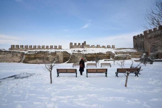 El Castillo Heptapyrgion, en Tesalónica, cubierto de nieve.