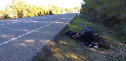 Restos del vehículo en el que viajaba el infortunado joven que ha perdido la vida este domingo en la carretera que une Manacor con Felantix.