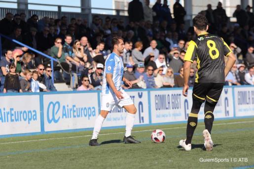 Un momento del Atlético Baleares-Hércules disputado este domingo en Son Malferit.