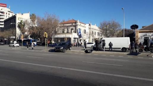 Imagen del vehículo accidentado en la Plaza de España.