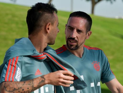 Franck Ribery, a la derecha, junto a Rafinha en la concentración invernal del Bayern de Múnich en Doha.
