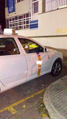 Imagen del vehículo del taxista que ha sufrido la última agresión y robo violento en Palma, en la comisaría de San Fernando.
