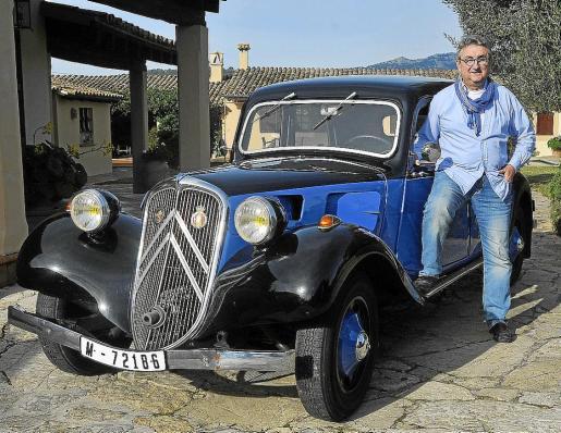 Bernardo Company se muestra orgulloso de este Citröen 11 Ligero de 1934 que pasó a sus manos de forma definitiva en 2000
