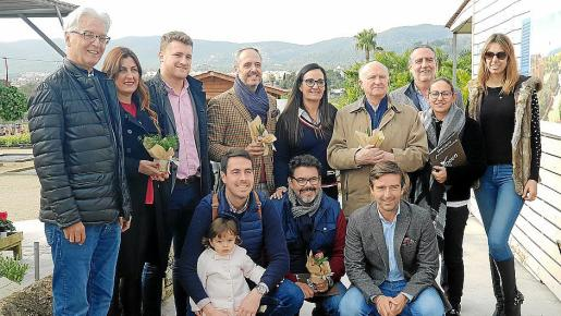 Peter Wabble, Nuria Muñiz, Adrià Fortuny, Joan Sastre, Carolina Mora, Josep Amengual, Joan Sastre, Silvia Nicolau y Mónica Vaquer. Agachados: Eduard Vilanova, Nelson Alvarenga y Fede Álvarez.