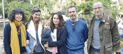 Cati Bennàssar, Verónica Castagna, Maria Bennàssar con Anouk, Mario Truffat y Joan Tomàs.