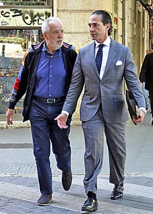 Sería el segundo juicio que afronta Bartolomé Cursach, a la izquierda, junto a su abogado, Enrique Molina.