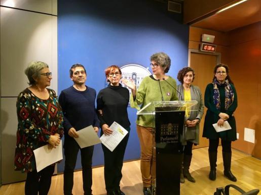 Representantes de todos los grupos de izquierdas, durante la presentación de la iniciativa.