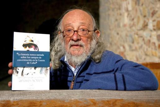 Fotografía de archivo del 26 de noviembre de 2010 del escritor segoviano Andrés Sorel.