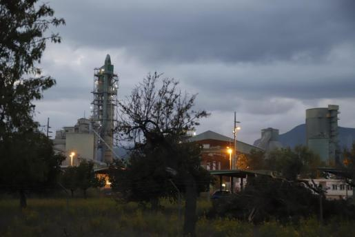 Vista de la cementera de Lloseta.