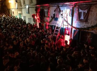 Sant Antoni en Son Servera: Foguerons y dimonis tiñen el pueblo de rojo