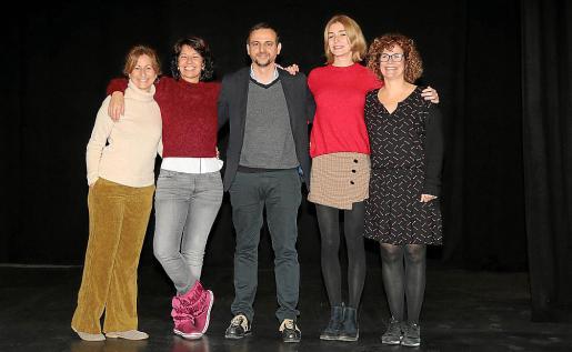 Cristina Bugallo, Alexandra Palomo, Llorenç Carrió, Laura Gost e Irene Niubó, este martes en el Teatre Mar i Terra de Palma.