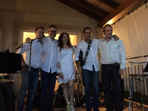 La formación Rock Me Tender recala en La Movida para ofrecer un concierto con temas propios y versiones de clásicos.