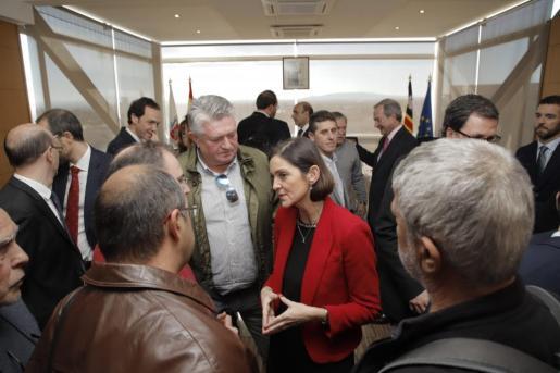 La ministra Maroto asiste en Mallorca a una reunión para firmar acuerdos sobre la reindustrialización de Lloseta tras el cierre de Cemex.