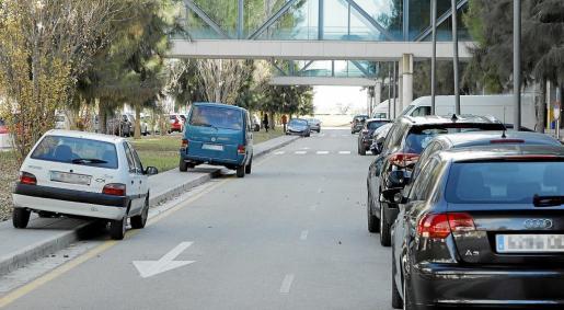 La Policía Local de Palma denunció este miércoles por la mañana un total de 47 vehículos mal estacionados en las zonas de aparcamiento y acceso al hospital.