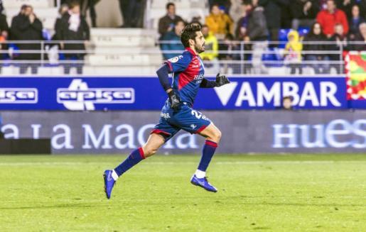 El centrocampista mallorquín Lluís Sastre, en una reciente imagen con el Huesca.