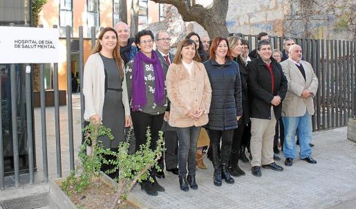 La presidenta del Govern, Francina Armengol, junto a otras autoridades autonómicas y locales visitaron el nuevo servicio que dará atención a las personas con enfermedades mentales de toda la comarca.