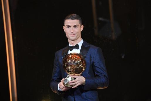 Imagen de archivo de Cristiano Ronaldo con el Balón de Oro.