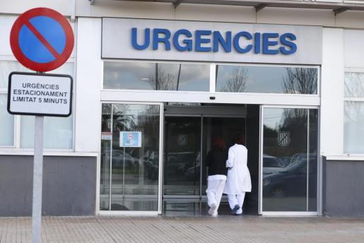 Entrada a las Urgencias del Hospital Mateu Orfila.