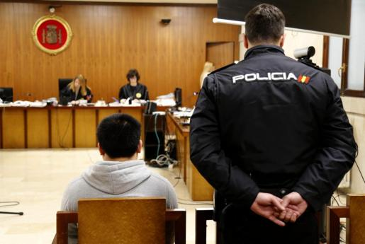 El acusado de la violación de la menor en la Audiencia Provincial de Baleares.