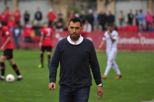 En la imagen Óscar Troya, entrenador del Poblense.