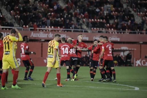 Los jugadores del Mallorca celebran un gol en Son Moix durante el partido contra el Nàstic que cerraba el 2018.