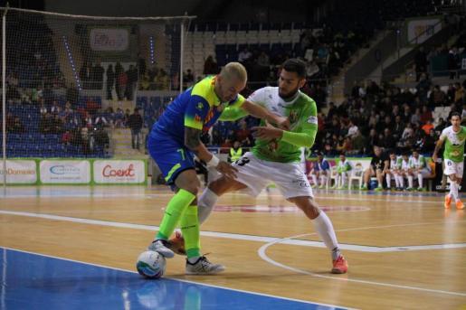 Un instante del encuentro disputado en Son Moix entre el Palma Futsal y el Industrias Santa Coloma.