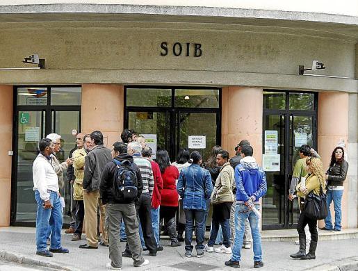 El Servicio Público de Empleo Estatal intentaba recuperar lo que había pagado por un error propio a desempleados que tenían más de 52 años hasta que se podían jubilar.