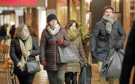 Las bajas temperaturas han obligado a sacar la ropa de abrigo durante estos días.