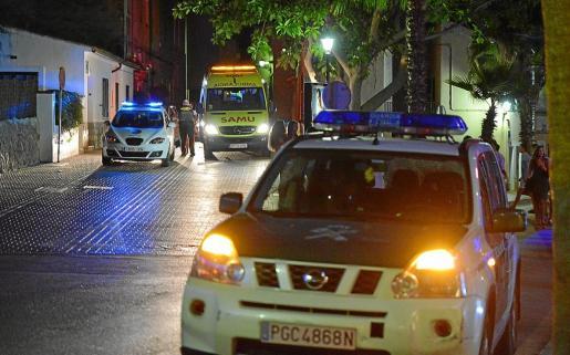 La Guardia Civil, apoyada por la Policía Local, montó un dispositivo de búsqueda del delincuente.